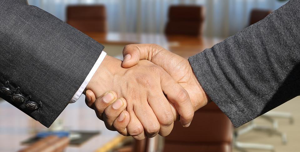 ¿Es válido firmar un pacto de no competencia una vez iniciada la relación laboral?
